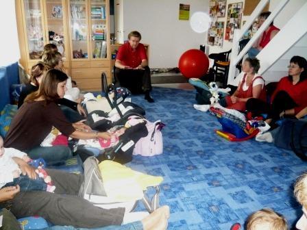 während der konstruktiven Diskussion mit jungen Müttern und Vätern