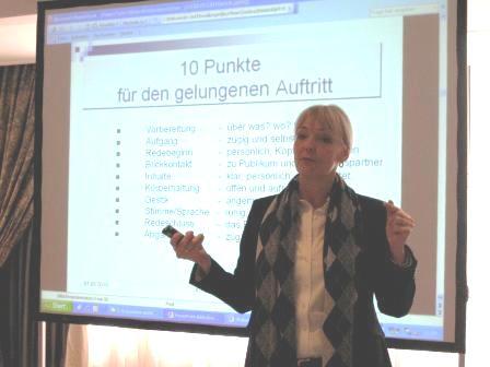 Claudia Ludwig während ihres Vortrages