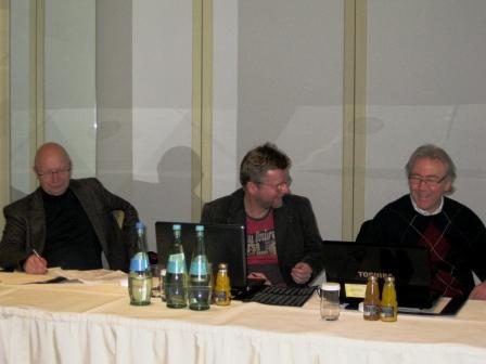 Beim Didaktiktraining mit Prof. Schröder (li.) und  Dr. Schmiedel (re.)