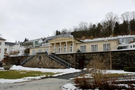 die historische Wandelhalle mit Thermalwasserausschank