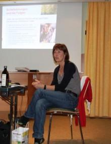 """Heike Seidl während ihres Vortrages """"Wege aus der Schlaflosigkeit"""""""