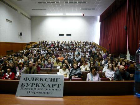 im Konferenzraum des Klinikums