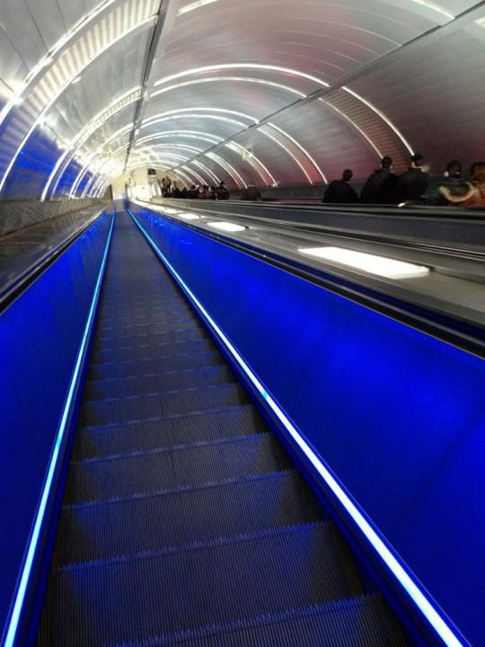 Rolltreppe aus der Metrostation in der Altstadt